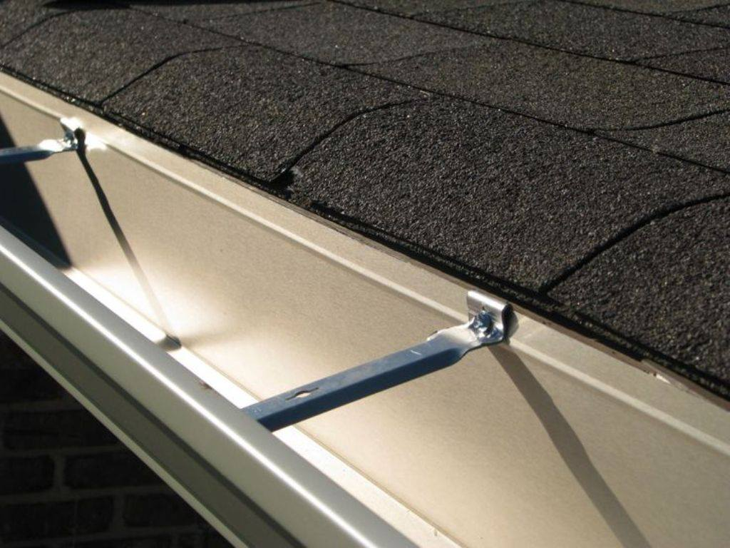 Gutter Washing Cleaning